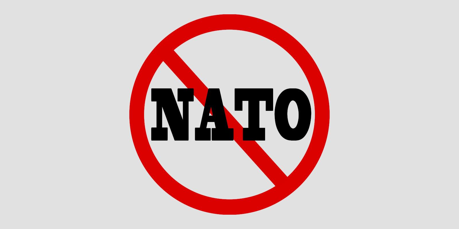 Ísland úr NATO